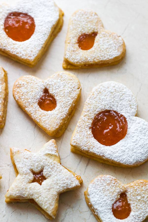Almond-Cookies-with-Apricot-Filling-